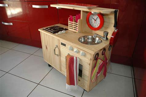 jouets cuisine en bois jouet en bois cuisiniere pour enfant