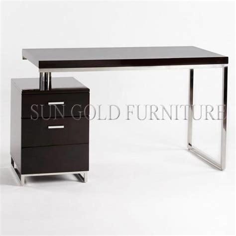 bureau simple moderne simple de bureau à domicile petit ordinateur