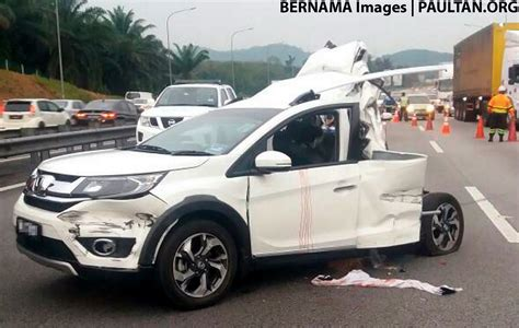 child dies  road accident  malaysia