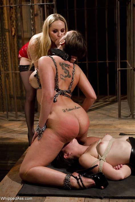Lesbian Slave Pussy Eating