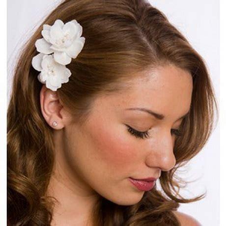acconciatura con fiore acconciatura sposa con fiore