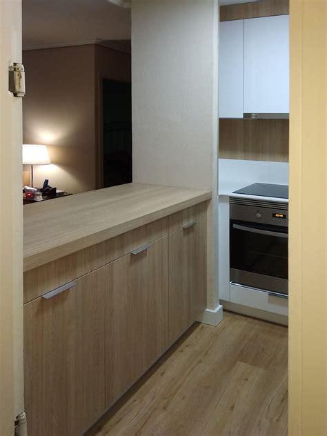 cocina moderna pequena en blanco  madera kitchen