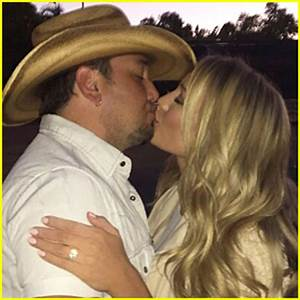 jason aldean kisses wife brittany kerr on the acm awards With jason aldean wedding ring