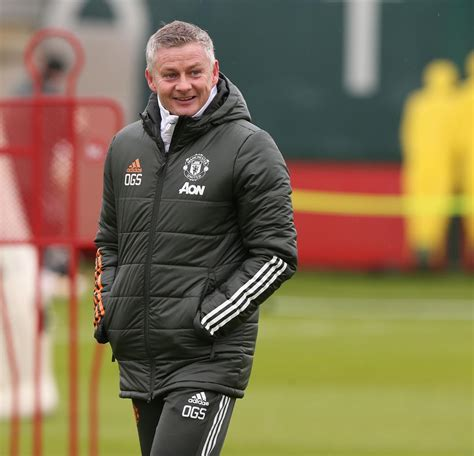 Solskjaer urges Man Utd to be aggressive in bid to top ...
