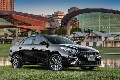 kia cerato officially  sale  australia