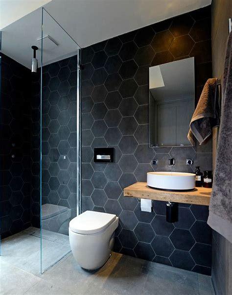 ristrutturazione bagno piccolo questo piccolo bagno moderno utilizza grandi piastrelle in