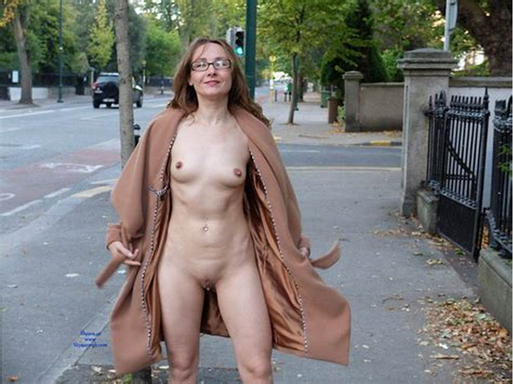 #Flashes #Nude #In #The #Street