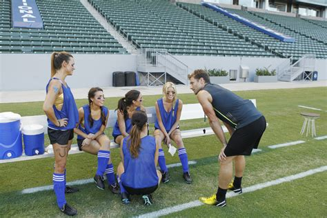 The Bachelor recap: Kiss the girls and make them cry ...
