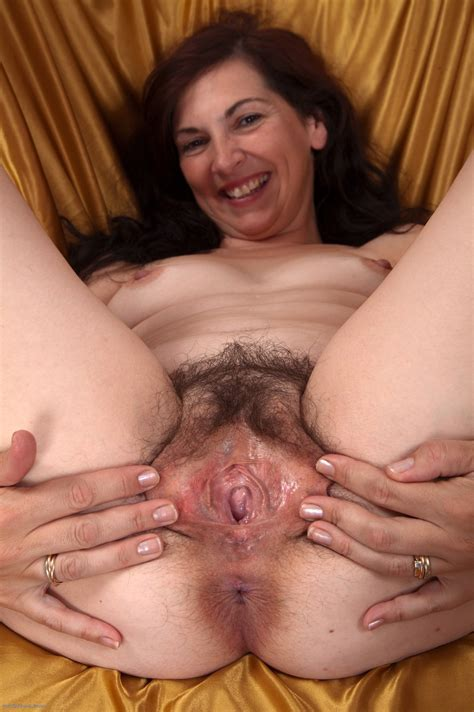 Leslie Hairy Mature Pussy Gallery
