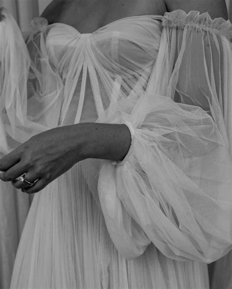Brautkleid rückenfrei brautkleid spitze hochzeitskleid spitze hochzeit frisuren schleier feld hochzeit fotos hochzeit vintage hochzeit hochzeitsfotografie ideen für die hochzeit. Pin on Hochzeitskleid Fotos