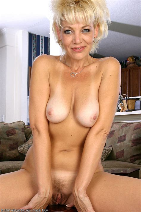 Spicey Blonde Milf Has Fun Showing Off Her Perfect Body Pichunter