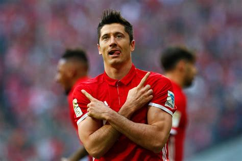 Arsenal 2 Bayern Munich 0: Giroud and Ozil strikes secure Gunners' first Group F win | Football | Sport | Express.co.uk