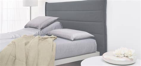 attaccata al letto simplicity testiere di design in materiali ecologici dorsal
