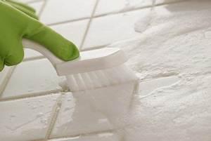 Vinaigre Blanc Carrelage : nettoyer les joints de salle de bains produits et mat riel vinaigre blanc liquide vaisselle ~ Mglfilm.com Idées de Décoration
