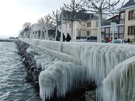 ledyanye skulptury na zhenevskom ozere novosti  fotografiyakh