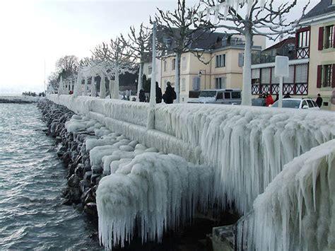 awesomeness  natural ice sculptures  lake geneva