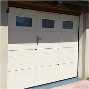 Porte Garage Sectionnelle Avec Portillon : porte de garage avec portillon et hublot les menuiseries ~ Melissatoandfro.com Idées de Décoration