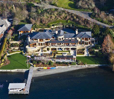 Stunning Residence With Private Beachfront On Lake