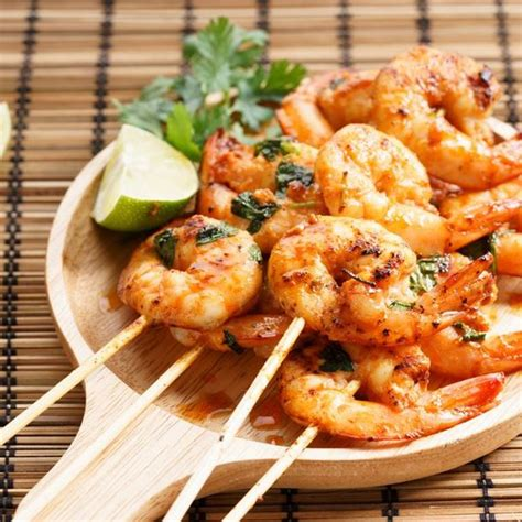cuisiner gambas crues recette brochettes de gambas marinées facile rapide