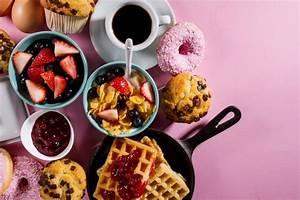 Was Leckeres Kochen : leckeres frisches fr hst ck essen zutaten auf rosa hellen hintergrund bereit zum kochen home ~ Eleganceandgraceweddings.com Haus und Dekorationen