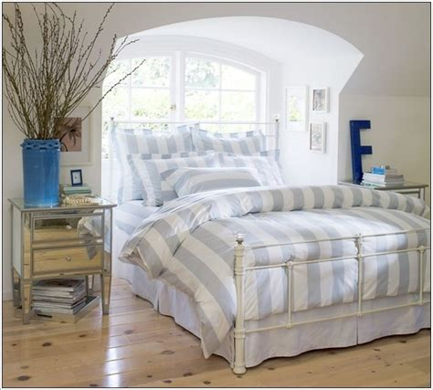 How To Spice Up The Bedroom For Your by Spice Up Your Bedroom With Stripes A Interior Design