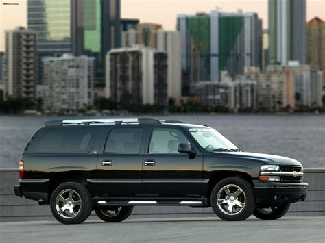 Chevrolet Suburban (GMT800) 2003–06 wallpapers (2048x1536)