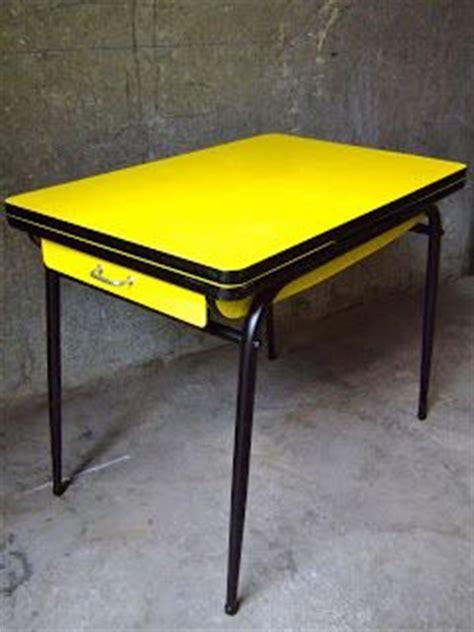 table de cuisine en formica vintage bazar table cuisine formica jaune ée 60
