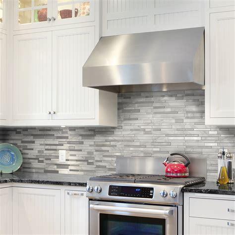 peel and stick kitchen backsplash tiles une crédence avec un fini de naturelle dans une