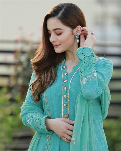 Beautiful Aiman Khan Latest Pictures Wearing Her Clothing ...