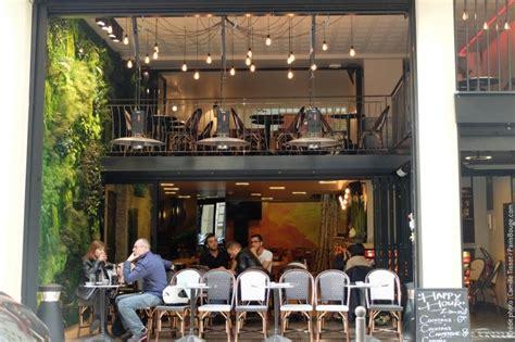 rue de la chaise pause chêtre au restaurant les petites ecuries