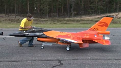 Awesome Toy Jet Boat by Check Out This Awesome 1 4 Scale Model Rc Of The Jet F 16
