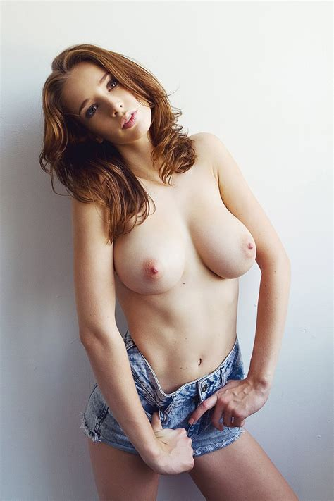 Emily Shaw Topless Photos Thefappening