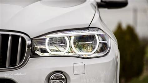 How Difficult Is It To Replace A Broken Headlight Bulb In