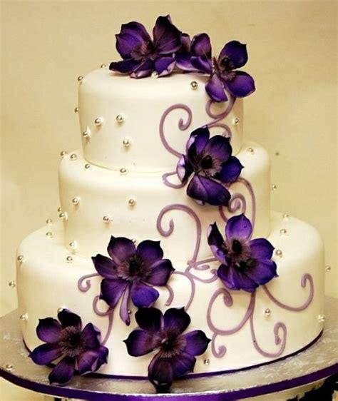 verzierung hochzeitstorte großartige hochzeitstorte in lila blumen torten dekoration und pelz