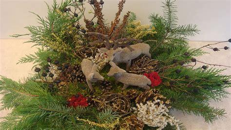 weihnachtsgestecke aus naturmaterialien weihnachtsdeko selber machen weihnachtsdekoration adventsgesteck