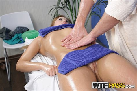 hot chick gets naked massage with sex