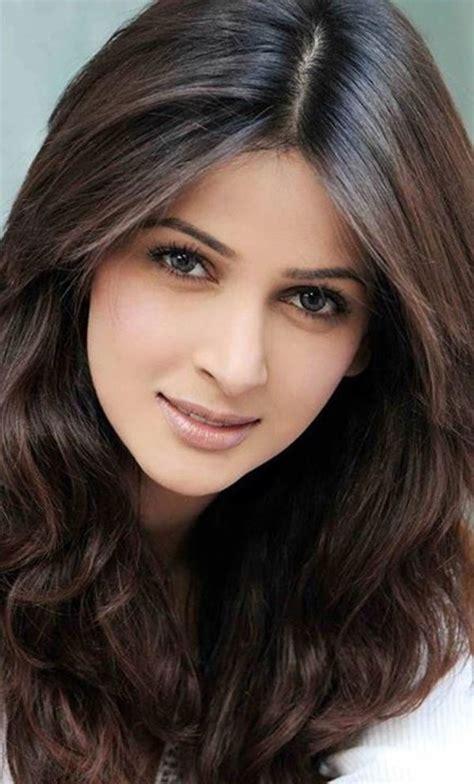 Stunning Pakistani Actress And Model Saba Qamar Photos