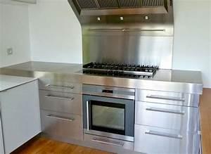 Cuisine inox sur mesure : évier, mobilier, table, crédence, plan de travail