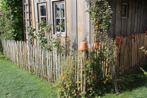 wie baue ich einen gartenzaun staketenzaun aus europ 228 ischem kastanienholz