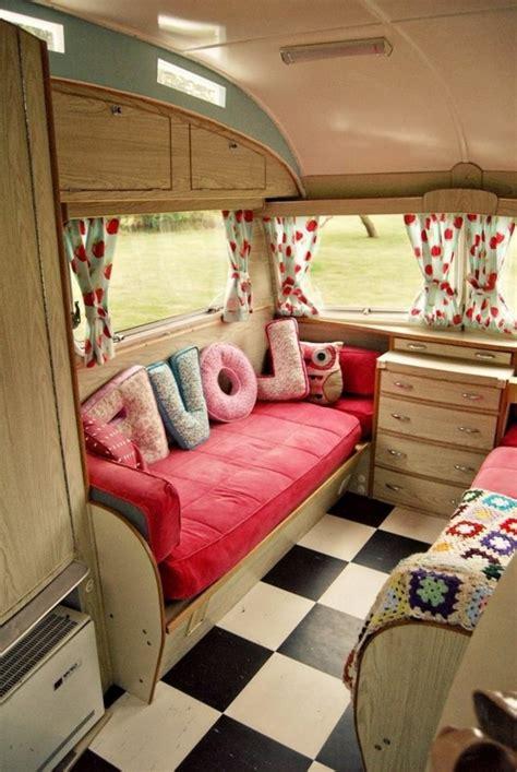 amenager petit salon avec cuisine ouverte le plus beau fourgon aménagé pour vos vacances de rêves archzine fr