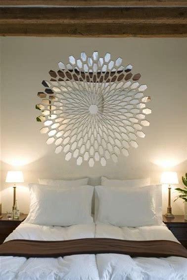 place du lit dans une chambre fragments de miroirs à l 39 effet déco dans une chambre
