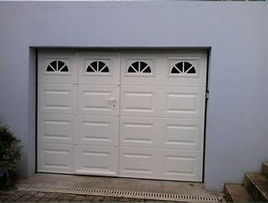 porte de garage basculante motorisee avec portillon With porte de garage coulissante avec installer chatière porte pvc