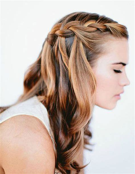 coiffure femme cheveux longs attaches