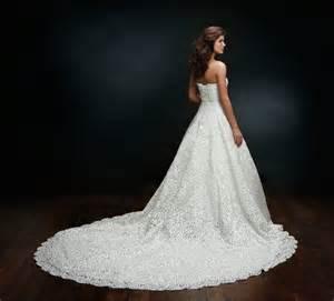 brautkleid mit schleppe hochzeitskleider luxus brautkleid mit langer schleppe spitze ein designerstück
