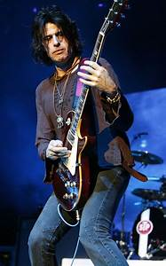 Dean Deleo Picture 2 - Stone Temple Pilots Performing at ...
