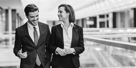 relation au bureau amour au bureau faut il cacher une relation avec un