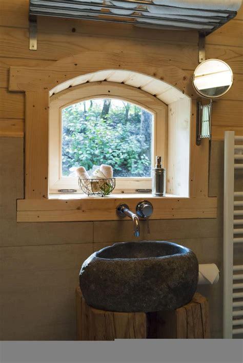 cabane dans les arbres avec salle de bain l aventure de s 233 journer dans une cabane dans les bois archzine fr