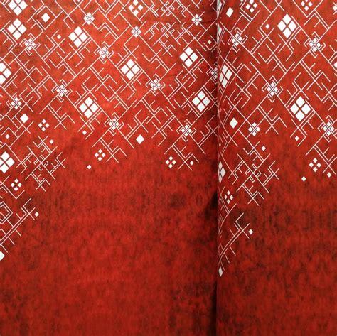 Balti raksti uz sarkana fona (šobrīd nav pieejams) - Veikals - Ziile Fabrics