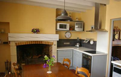 renover une cuisine rustique peindre ses poutres ça change tout exemples idées et
