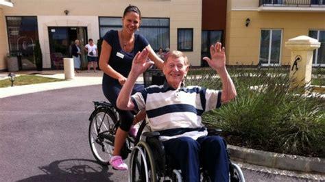 combien coute un fauteuil roulant le v 233 lo fauteuil pour le plus grand plaisir des pensionnaires maison de retraite infos